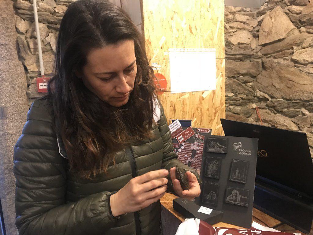 En época de vendimia descubrimos los llamados VINHOS VERDES, viajando hasta una zona de Portugal llamada MONTANHAS MÁGICAS donde descubriremos mucho más que gastronomía y enología, naturaleza, cultura y espectaculares rincones. Entra en el blog de Patriplanner y planifica tu viaje! En el centro de interpretación de la piedra parideira en el geoparque de Arouca